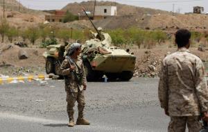 1410420902جنود-يمنيون-يرابطون-عند-احد-مداخل-صنعاء